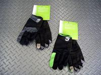 キャノンデール クラシック ロンググローブ カラー/BLK・BZR サイズ/S.M.L.X 税込¥3,360 耐久性のある人口皮革を手のひらに使用した、春先から装着できる3シーズン対応のフルフィンガーグローブです。 手の甲の素材は、ナイロン100%。 汗拭き用生地を親指に配置しています。 手のひらには振動を吸収する厚さ3mmのEVAパッドが装備されていて、地面からの衝撃を吸収します。 指先には、…[Posted at 12/04/12]