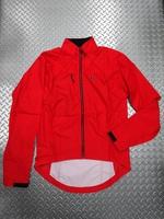 """スゴイ バルサエボジャケット  カラー/CHI(チリレッド) サイズ/S・M・L 本体価格¥16,000 """" ジャケット """"にも"""" ベスト """"にもなる、おなじみの 2in1 ジャケット。 特殊なマグネット式デザインにより、両袖を一体として取り外すことが出来ます。 天候の変化や体温調節に素早く対応できます。 前面は耐水性を高めた透湿性素材、袖と背面には防水素材を使用しています。バタつきにくい、シル…[Posted at 17/10/29]"""