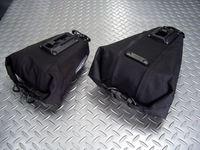 オルトリーブ サドルバッグ Mサイズ(左) 容量/1.3ℓ  サイズ/H9×W14×D7/12cm 税込¥5,040 Lサイズ(右) 容量/2.7ℓ  サイズ/H10×W23×7/16cm 税込¥5,775  ドイツの 『 オルトリーブ社 』 は、独自の素材と溶接方法で機能性・耐久性を追求した世界的にも優れたクオリティーを誇る完全防水のバッグメーカーです。 キャリアなしで取付け可能な大型のサドル…[Posted at 13/10/17]