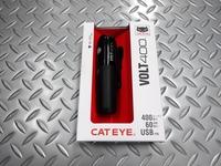 キャットアイ VOLT400 サイズ/111.3×30.6×41.3mm 重量/120g(カートリッジバッテリー含む) 本体価格¥8,500 小型で軽量、400ルーメン(約3500カンデラ)のハイパワーの充電ライトです。カートリッジ式バッテリーの採用で、交換が安全、簡単です。 ライト本体(HL-EL461RC)とフレックスタイトブラケット、USBケーブル。 ハイ ・ ミドル ・ ロー ・ ハイパ…[Posted at 18/09/22]
