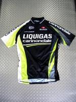 """スゴイ リクィガス-キャノンデール S/Sジャージブラック カラー/ブラック サイズ/S・M・L・X 税込¥8,925  リクィガス・キャノンデールプロチームは、世界最強と称されるイタリアを拠点とするサイクリングチームの一つです。過去10年に渡って世界第一線で戦ってきた経験が実を結び、2010年にはジロ・デ・イタリアとブエルタ・エスパーニャで見事栄冠を手中にしました。そして、2011年""""SUGO…[Posted at 11/08/26]"""