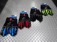 """シマノ ウィンドストッパー インサレーテッド グローブ サイズ/S・M・L・XL 本体価格¥4,500 防風透湿性、耐水性に優れた高機能素材 """"ウインドストッパー"""" を採用したグローブです。 肌面に施した起毛が快適な暖かさをキープします。 カラー/イエロー カラー/ブラック カラー/レッド カラー/ブルー 手の甲側にはリフレクターを使用し夜間の視認性を高めています。 ブレーキレバーが握りやすい滑…[Posted at 17/12/03]"""
