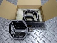 シマノ PD-M8040 ペダル サイズ/SM 重量/460g 本体価格¥9,140 伝説のパフォーマンスと耐久性を備えた、トレイルに最適な シマノ フラットペダル です。 2サイズ展開(SMとML)により、最適なサポートとペダル効率を提供します。 両面に配置された10ピンは、2種類の選択肢があります。 グリップ力とロングライド時の快適性、効率性を高めた凹型プラットフォーム。 標準では短いピンが…[Posted at 19/01/24]