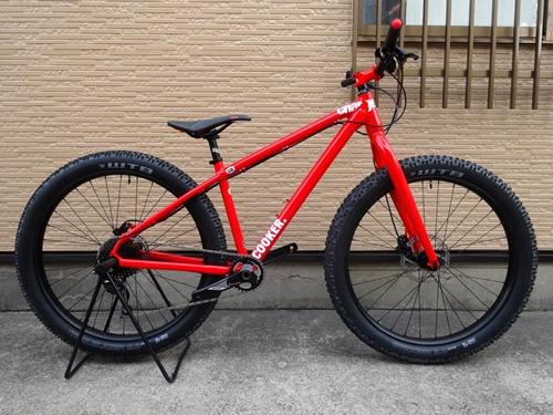 """チャージバイク クッカーミディ 1 カラー/Gloss Red サイズ/S 本体価格¥140,000 Charge Bikesは、2005年に設立されたイギリスのバイクブランドです。通勤のため、フィットネスのため、そしてライディングを楽しむために自転車にまたがる、"""" Everyday Rider """"のためのバイクをラインナップ。本当に必要なものだけを追求することで、シンプルでスタイリッシュ、かつ…[Posted at 17/11/06]"""