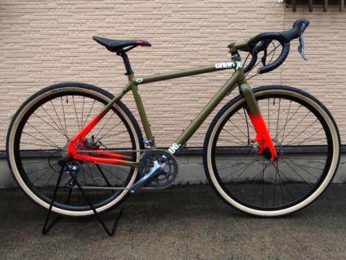 """チャージバイクス プラグ 2. カラー/Satin Green fade サイズ/S 本体価格¥120,000 Charge Bikesは、2005年に設立されたイギリスのバイクブランドです。通勤のため、フィットネスのため、そしてライディングを楽しむために自転車にまたがる、"""" everyday rider """"のためのバイクをラインナップ。 本当に必要なものだけを追求することで、シンプルでスタイリ…[Posted at 16/11/03]"""
