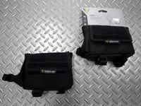 トピーク トライバッグ(レインカバー付) サイズ/L140mm×W40mm×H102mm トップチューブ取付可能径/38~52mm 本体価格/1,900 ステムとトップチューブに簡単に脱着できる小型バッグ。中身が見えるメッシュのフタ付き3室設計です。走りながらでも、中身が取り出しやすい位置に装着できます。 フタはベルクロテープで中身の飛び出しを防ぎます。また、バイクに乗ったまま必要な物を簡単に取…[Posted at 16/04/30]