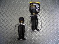 トピーク モジュラーケージ 重量/75g 税込¥1,239 使用するボトルの太さに応じて開口部を調整できるボトルケージです。 一般的な自転車用ボトルの他に、市販のペットボトルの多くに対応します。 高強度のエンジニアリングプラスチックとアルミニウムを組合わせ、耐久性が高くしっかりした作りです。 下部のネジを回転させ、開口部の径を調整します。 一番広い状態。 一番狭い状態。 2010' キャノンデー…[Posted at 10/11/01]