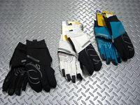 パールイズミ フィンガーカバー グローブ カラー/ブラック・ホワイト・トパーズブルー サイズ/S・M・L・XL 税込¥5,775 優れた操作性と高い保温力で暖かさを保つ、薄手防風タイプのフルフィンガーグローブです。 自然な指の曲がり方、親指の付き方、手の自然な形を再現した超立体構造の『 Tri D(トライディー) システム 』を採用しています。 グリップ感を高めるスリム&コンパクト設計でフィット…[Posted at 13/11/14]