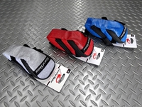リザードスキン サドルバッグ カラー/ホワイト・レッド・ブルー 内容量/0.8ℓ 本体価格¥2,600 軍事製品やアウトドア製品に用いられる1000Dナイロンを使用した防水性に優れた軽量サドルバッグです。 カラー/ホワイト バックのロゴ部分はリフレクターになっています。 またテールライトなどを取付けられるベルトになっています。 カラー/レッド カラー/ブルー サイドはキャンバス地の風合いです。 …[Posted at 18/06/27]