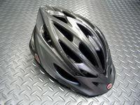 ベル  エックスエルヴイ サイズ/ユニバーサルラージ(58~65cm) 税込¥6,300 BELLヘルメットのエクストララージサイズモデルです。 MTB トレイルライド シティクルージング、どんなシチュエーションにも合わせやすいシンプルなデザインとカラーリングです。MTBエントリーモデルとしての機能を十分備えた一回り大きいサイズのヘルメットです。 効率的に配置された23個のベンチレーション(通気…[Posted at 11/12/08]