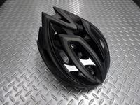 """キャノンデール テラモ ヘルメット カラー/BLACK サイズ/S・M(52~58cm) L.XL(58~62cm) 本体価格¥12,000 まずは安全性、通気性と軽さ。これらのベストバランスを保った、スポーツライドで被りたい、高性能ヘルメットです。 2層構造EPSフォーム。  強度の異なるEPS(発砲ポリスチレン)を2層に重ねた新発想の """" ピーク・プロテクション """" は転倒時の衝撃を、まずは…[Posted at 15/04/06]"""