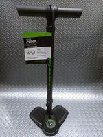 """キャノンデール エアポートニトロ フロアーポンプ カラー/ブラック 本体価格¥4,000 剛性のあるスチールボディ、高圧も入れやすい高性能エアーゲージ付きフロアーポンプです。 全長65cmで、小柄な方でも扱いやすい長さです。 フレンチ(仏式)・アメリカン(米式)にそのまま使用可能な 新ヘッド """" レバーレス EZヘッド """" 採用。  最大空気圧 160Psi / 11気圧  滑り止め加工が施され…[Posted at 15/12/27]"""