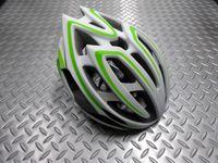"""キャノンデール テラモ ヘルメット カラー/WHT×GRN(ホワイト×グリーン) サイズ/S・M(52~58cm) L・XL(58~62cm) 本体価格¥14,000 2層構造EPSフォーム。  強度の異なるEPS(発砲ポリスチレン)を2層に重ねた新発想の """" ピーク・プロテクション """" は転倒時の衝撃を、まずは柔らかなスチロール自体で受け止め、さらに内側にある固い層のコーン形状が変形しながら受…[Posted at 16/06/25]"""