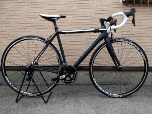 キャノンデール スーパーシックスEVO アルテグラ カラー/Nearly Black w  / Jet Black & Magnesium White Matte - BBQ サイズ/50 本体価格¥320,000 極限まで軽量化され、効率に優れた究極のレーシングバイクです。 EVOを一言で表すなら「究極のバランス」。 最新のカーボンテクノロジーを惜しみなく導入し、軽さと強さ、剛性と滑らかさ、反…[Posted at 16/05/27]