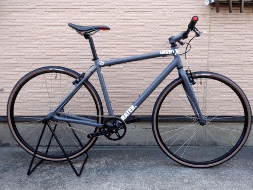 チャージバイク グレーター 0.  カラー/サンド グレー サイズ/M 本体価格¥65,000 『 CHARGE BIKE (チャージバイク) 』 2005年に設立されたイギリスのバイクブランドです。 そのコンセプトは 「シンプル&モダン」。本当に必要な物だけを追求して生まれる、シンプルでスタイリッシュなデザインが特徴です。 軽くてサビない、アルミフレームを採用しています。 レトロな印象のチャー…[Posted at 16/04/13]