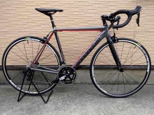 キャノンデール CAAD12 105 カラー/Charcoal Gray w / Jet Black & Acid Red Matte - BQR サイズ/52  本体価格¥190,000 『 CAAD10 』 から、大幅な設計変更を受け、まさに地球上でもっとも進化したアルミレーシングバイク  『 CAAD12 』 。  現在の時点で、もっとも進化したトータルバランスに優れるアルミフレームです。…[Posted at 16/11/30]