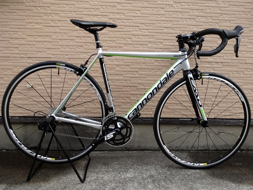 キャノンデール CAAD12 105  カラー/Fine Silver w / Jet Black & Bercerker Green Glosse - REP サイズ/50 本体価格¥190,000  CAAD10 』 から、大幅な設計変更を受け、まさに地球上でもっとも進化したアルミレーシングバイク  『 CAAD12 』 。  現在の時点で、もっとも進化したトータルバランスに優れるアルミフレ…[Posted at 17/02/26]