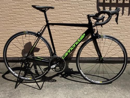 キャノンデール CAAD12 105 カラー/Jet Black w / Berserker Green & Fine silver - Gloss - REP サイズ/54 本体価格¥190,000 軽量で高剛性で、極めてスムーズなライドフィール。幾多のカーボンフレームを凌駕する 『 CAAD 12 』 は、自転車史に残る最も洗練され、高い性能を誇るアルミレーシングフレームです。 CAAD12…[Posted at 18/06/29]