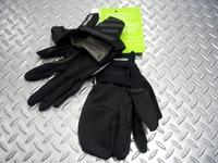 キャノンデール スリーシズン プラス グローブ カラー/BLK(ブラック) サイズ/S・M・L・X 税込¥5,775 気温の変化に備えた、防風素材がビルトインされたフルフィンガーグローブです。 防風・防水素材のカバーは通常時は甲側のポケットにコンパクトに収納されています。 カバーを取り出して装着した状態。 親指・人差し指・他3本に分かれています。 ブレーキやシフトの操作に影響の少ないデザインです…[Posted at 10/12/15]
