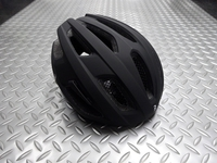 BBB カイト ヘルメット カラー/マットブラック サイズ/M(52~58cm)・L(58~61.5cm) 本体価格¥6,800 通気性の高いスポーツライディング用ヘルメット。 ロードバイクはもちろん、付属のバイザー装着でMTBやクロスバイクにも対応します。 ヘルメット内を快適に保つ14の通気孔。 戦闘的過ぎない丸みを帯びたデザインは、シーンを選びません。 バック スタイル。  後頭部のリフレク…[Posted at 19/04/24]