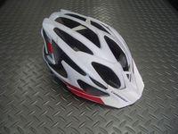 キャノンデール ライカー ヘルメット カラー/WHTRED(マットマグホワイト/レッド) サイズ/S-M (52~58cm)      L-XL(58~62cm) 税込¥8,925 新登場キャノンデールオリジナル ヘルメット。丸みを帯びたフォルムで普段使いにも使いやすい 『 ライカー 』  取外し可能なバイザーが、標準装備されています。 全てのキャノンデール ヘルメットには、内層とアウターシェル…[Posted at 13/05/17]