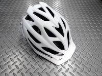キャノンデール ラディウス ヘルメット カラー/WHT(マットホワイト) サイズ/S・M(52~58cm) M・L(58~62cm) 本体価格¥8,400 パフォーマンス性を求めるライダーのためのリーズナブルなヘルメット