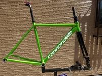 Cannondale CAAD12 COLORS フレームセット カラー/Acid Green / Magnesium White - Gloss サイズ/50 本体価格150,000  全22色のカラーバリエーションのフレームセット「色で遊ぶ」楽しさを広げます。 CAAD12 カラーズ フレームセットを使用して完成車に組立例のご紹介です。 主なコンポーネントパーツにシマノ ULTEGRA を採…[Posted at 18/08/31]