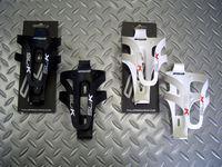 """FSA SL-K ボトルケージ カラー/ブラック・ホワイト 税込¥1,050 ウェイト35g プラスチック製のボトルケージ。 ステンレスボルト付き カラー/ブラック 2012' Cannondale CAAD10-3 アルテグラ に装着しました。 """" SL-K """" のロゴ入りです。 FSA製 SL-K クランクやステム、シートポストなどとコーディネートしやすくなっています。 . カラー/ホワイト…[Posted at 11/11/10]"""