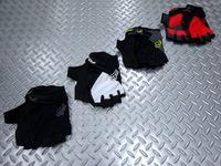 FOX リフレックス ジェル SF グローブ カラー/ブラック・ブラック×ホワイト・チャコール・レッド サイズ/M・L 本体価格¥3,800 モトクロスウエアで有名なブランド 『 FOX BIKE 』。MTB用アパレルも展開しています。 カラー/ブラック カラー/ブラック×ホワイト カラー/チャコール カラー/レッド 手の平部分は、スエード素材による2重仕上げになっています。また、手の平に配置さ…[Posted at 15/08/24]