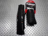 """チャレンジ グリフォレース 120TPI サイズ/700×32C 重量/330g 本体価格¥3,790 """" Challenge(チャレンジ) """"は、伝説のハンドメイドタイヤメーカー"""" Clement(クレメン) """"の流れを汲むブランドです。シクロクロスやトラックレースタイヤでも高い評価を得ています。 シクロクロスタイヤの大定番、ハンドメイドの"""" GRIFO 32 """"のトレッドパターンはそのままに…[Posted at 14/11/06]"""
