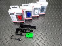インフィニ ラヴァ 1-260W カラー/ライトグリーン・レッド・ブルー・ホワイト・ブラック サイズ/L48.0×W27.7×H21.0 mm 本体価格¥2,400 USB充電式 高輝度ホワイトLEDヘッドライト。小型軽量ながら80ルーメンの明るさで広範囲に拡散発光し、抜群の非視認性です。 高輝度ホワイトLED2個使用、3段階(高輝度点灯・ブースト点灯、点灯)の明るさで点灯、点滅の4モードに切替…[Posted at 14/07/28]