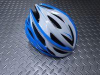"""カーマー アスマ  カラー/ホワイト×ライトブルー  サイズ/S/M(55~58cm)・L(59~60cm)  本体価格¥10,000 アジア人に最適なヘルメットを追求する、NANUX Engineering独自の技術と洗練されたデザインから生まれた """"KARMOR(カーマー)""""。日本人の頭にもフィットし工夫されたサイドの設計によりスッキリとしたシルエットです。 そのブランド名はドイツ語で頭を意…[Posted at 16/08/24]"""
