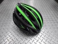 """カーマー フェロックス カラー/ブラック×グリーン サイズ/L 本体価格¥16,000 アジア人に最適なヘルメットを追求する、NANUX Engineering独自の技術と洗練されたデザインから生まれた """" KARMOR(カーマー) """" 。日本人の頭にもフィットし工夫されたサイドの設計によりスッキリとしたシルエット。 そのブランド名はドイツ語で頭を意味する『KOPF』と鎧を意味する『ARMOR』…[Posted at 16/02/26]"""