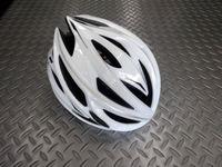 """カーマー アスマ  カラー/ホワイト  サイズ/S/M(55~58cm)・L(59~60cm)  本体価格¥10,000 アジア人に最適なヘルメットを追求する、NANUX Engineering独自の技術と洗練されたデザインから生まれた """"KARMOR(カーマー)""""。日本人の頭にもフィットし工夫されたサイドの設計によりスッキリとしたシルエットです。 そのブランド名はドイツ語で頭を意味する『KOP…[Posted at 17/01/12]"""