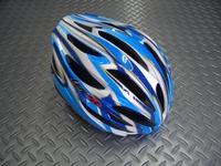 OGK KABUTO(オージーケー カブト) レフ カラー/ホワイトブルー サイズ/M/L(57~60cm) XL/XXL(60~64cm) 税込¥7,560 安全性と快適性の両立から生まれた、ユニバーサル・エントリーモデルです。JCF(日本自転車競技連盟)公認。各種レールに使用できます。 バイザーが標準装備されています。 必要に応じてワンタッチで脱着可能で、ロードでもMTBでもジャンルにこだわ…[Posted at 11/06/01]