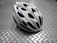 """リマール 778 ヘルメット カラー/マットホワイト サイズ/M (52~57cm) 重量/205g 本体価格¥12,000 軽量で安全性、快適性の高いヘルメットを多くリリースすることで知られるリマール。""""778"""" はオーソドックスなデザインで様々なシーンにフィットします。 涼しさ、簡単に調整可能なフィットシステムなどリマールらしい気配りが細部にまでされています。 新鮮な空気が通り抜け、熱や空気…[Posted at 19/03/13]"""