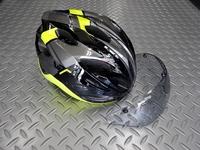 OGK カブト ヴィット ヘルメット カラー/G-1 ブラックイエロー サイズ/S/M(56~58cm)・L(58~60cm)・XL/XXL(60~62cm) 本体価格¥13,000 最新の流行を取り入れた、コンパクトフォルムを追求したエアロデザイン。 こらからのスタンダードスタイルです。 空気抵抗や吸排気効率を計算された通気口により効果的にヘルメット内を換気し快適な状態を保ちます。 標準装備の…[Posted at 19/11/08]