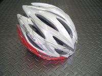 OGKカブト リガス レディース カラー/リングレッド サイズ/S・M(1サイズ) 税込¥12,600 細身のシルエットを実現した女性専用モデルです。頭をやさしく包み込む、快適フィッテイング設計モデル。JCF(日本自転車競技連盟)公認モデルです。各種レースに使用できます バイザーが標準装備されています。 まぶしい日差しが直接目に当たりにくいように、また雨天時には水滴を当たりにくくします。必要に応…[Posted at 12/03/14]