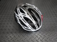 OGK FLAIR ヘルメット  カラー/ホワイトグレー  サイズ/S/M 170g  本体価格¥21,500  『Kabuto』史上、最軽量ヘルメット。  素材から部品構成まで細部にこだわった、グラム単位の軽量化を実現しています。 フロントビュー。  前傾ポジション時に視界を妨げない、前頭部を大胆に切り上げたシェルデザインです。 またポリカーボネイト製シェルは強度と重量バランスを考慮し肉抜きさ…[Posted at 19/05/09]