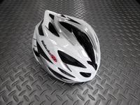 OGK カブト  ステアー ヘルメット  カラー/インパクトホワイト  サイズ/S・M (55~28cm)   重量/220g  本体価格¥17,000 コンパクトでシャープなデザイン。ラウンドフォルムの快適フィッティングモデルです。 後頭部に向かってシェルをより絞り込んだデザインとなっています。流れるような美しいフォルムは見た目にもスピード感があります。 アシンメトリーなデザイン。 20個のエ…[Posted at 17/06/05]