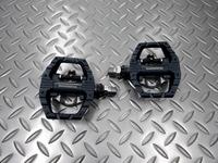 シマノ PD-EH500 ペダル 重量/383g 本体価格¥8,289 スポーツ走行に適した片面SPDシステムと片面フラットタイプのマルチパーパスペダル。 ライトアクションビンディングにより、ステップイン&アウトがより簡単になりました。 専用シューズとの組み合わせでシューズとペダルを確実にロックし、解除も簡単です。 フラット面 アップ。 フラット面はスニーカーにも対応します。毎日の通勤や街乗り、…[Posted at 18/10/31]