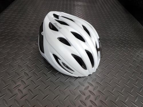 OGKカブト レクト レディース カラー/ロゴマットパールホワイト サイズ/M/L 本体価格¥7,200 コンパクトでスタイリッシュ、自転車やウエアとコーディネイトしやすい、レディースデザインです。 OGK カブト ヘルメットは、競技用から街乗り用まですべての製品に、「安全性」と「日本人に合う快適な装着感」を基本性能として開発されています。 前方から空気を取り込み流れるように後方へ排出するエアル…[Posted at 20/07/05]