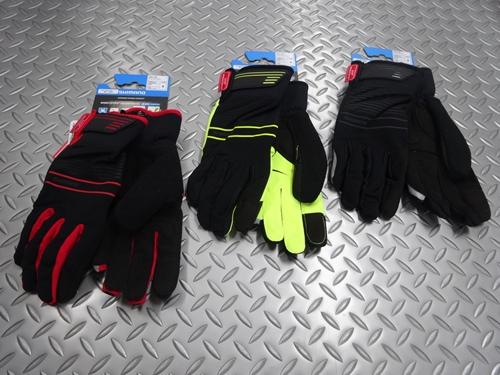 """シマノ ウィンドストッパーインサレーテッド グローブ サイズ/S・M・L カラー/レッド・ブラック・イエロー 本体価格¥5,500 防風透湿性、耐水性に優れた高機能素材 """"ウインドストッパー"""" を採用したウィンターグローブです。肌面に施した起毛が快適な暖かさをキープします。 カラー/ブラック カラー/イエロー カラー/レッド 保温性に優れた3レイヤー構造。 ゴムベルトとベロクロ止めで、冷気をシャ…[Posted at 20/12/31]"""