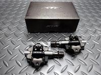 """シマノ PD-M9100 重量/310g 本体価格¥14,529 シマノオフロードシリーズの最高グレード """" XTR """" のビンディングペダル。 最高の強度、精度を備えたプロ仕様のXCレーシングペダルです。 両面にビンディングを備えオフロード走行中の頻繁な脱着も容易です。 シャフトの長さが標準タイプとマイナス3mmタイプの2種類用意されていることも大きな特徴です。 ベアリングやシャフトの強度、精…[Posted at 19/06/05]"""