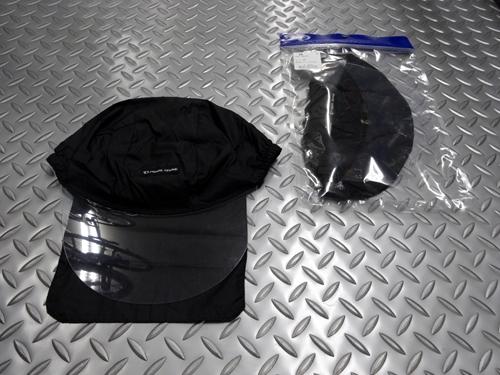パールイズミ レインキャップ サイズ/FREE(対応頭周り 57~60cm) 本体価格¥3,000 ヘルメットの下に着用するレイン用キャップです。 透明なバイザーが顔への雨を遮り視界を確保します。 後ろ布は脱着可能で、外してキャップのみでの使用もできます。 透明バイザーが雨天時の水滴を当たりにくくします。 眼や眼鏡に雨が直接当たらず快適です。 後ろ布で首も濡らしません。 ヘルメット着用時。 ヘル…[Posted at 20/07/03]