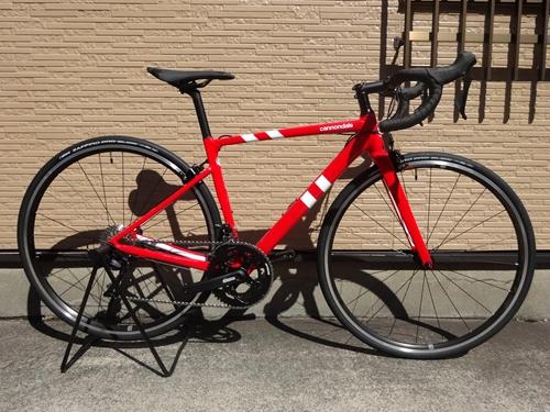 キャノンデール CAAD13 105  カラー/Race Red ー RED サイズ/48 本体価格¥144,000 軽量で速い、アルミレーシングバイクとして評価が高いCAAD12がさらに進化しました。 軽さ、高い剛性、スポーティーなハンドリングはそのままにエアロ性能と快適性をプラス。 従来の設計では実現できなかった最高レベルの快適性をも手に入れています。 外観上のCAAD12からの変化としては…[Posted at 20/09/12]