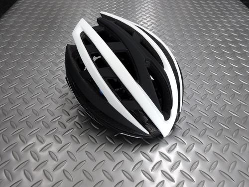 BBB イカロス V2 ヘルメット カラー/マットブラック×ホワイト サイズ/M 本体価格¥25,000 BBBはオランダの総合自転車用品ブランドです。 プロツアーチームのFDJに使用されていることでも有名です。 このイカロスはプロの厳しい要求を満たす、高い強度と安全性を持つプロユースモデルです。 後頭部の突起が抑えられていて軽快でスポーティーな印象です。 日本人にも合わせやすいアジアンフィット…[Posted at 20/02/27]