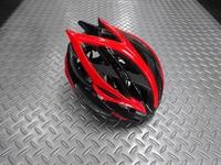 BBB ファルコン V2 ヘルメット カラー/ブラック×レッド サイズ/L (58~62cm) 本体価格¥16,000 BBBはオランダの総合自転車用品ブランドです。 プロツアーチームのFDJに使用されていることでも有名です。 このファルコンはスマートな形状ながら高い強度と安全性を持ち人気の高いプロユースモデルです。 流れるようなデザインはスピード感がありいかにも速そうな印象です。 BBBヘルメ…[Posted at 20/02/16]