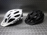 キャノンデール クイック ヘルメット カラー/マットホワイト・マットブラック サイズ/S・M(52~58cm) M・L(58~62cm) 本体価格¥4,900 キャノンデールオリジナル アーバンヘルメットです。 カジュアルなシェイプで、通勤やシティライドのデイリーユースにピッタリです。普段着でも気軽にかぶれる丸みのあるデザインです。 フロントスタイル。 取外し可能なバイザー。 バイザーは、まぶし…[Posted at 19/12/14]
