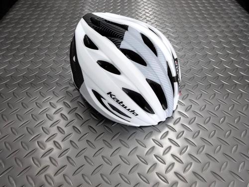 OGK カブト レクト ヘルメット カラー/G-1 マットホワイト サイズ/M/L 本体価格¥7,200 コンパクトでスタイリッシュ、コストパフォーマンスに優れたレース対応モデルです。 OGK カブト ヘルメットは、競技用から街乗り用まですべての製品に、「安全性」と「日本人に合う快適な装着感」を基本性能として開発されています。 流麗なフォルムでありながら攻撃的すぎないデザインはレースだけでなく、…[Posted at 21/03/29]